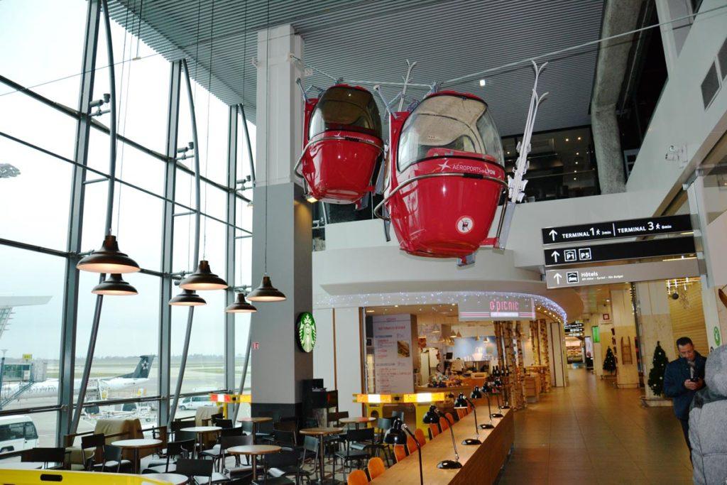 Scénographie hall Aéroport de Lyon
