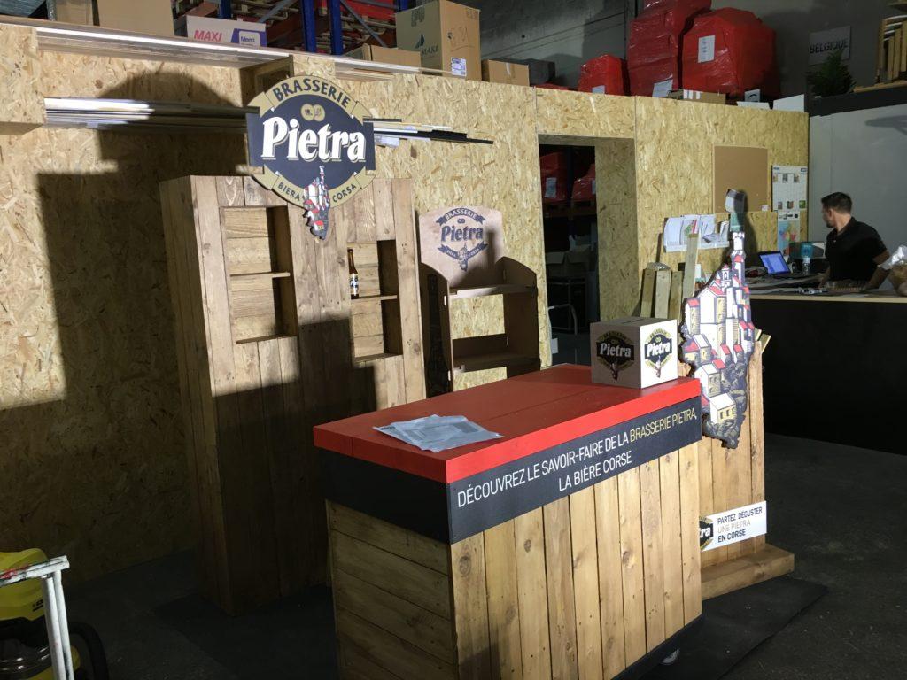 Atelier de fabrication sur mesure stand en bois