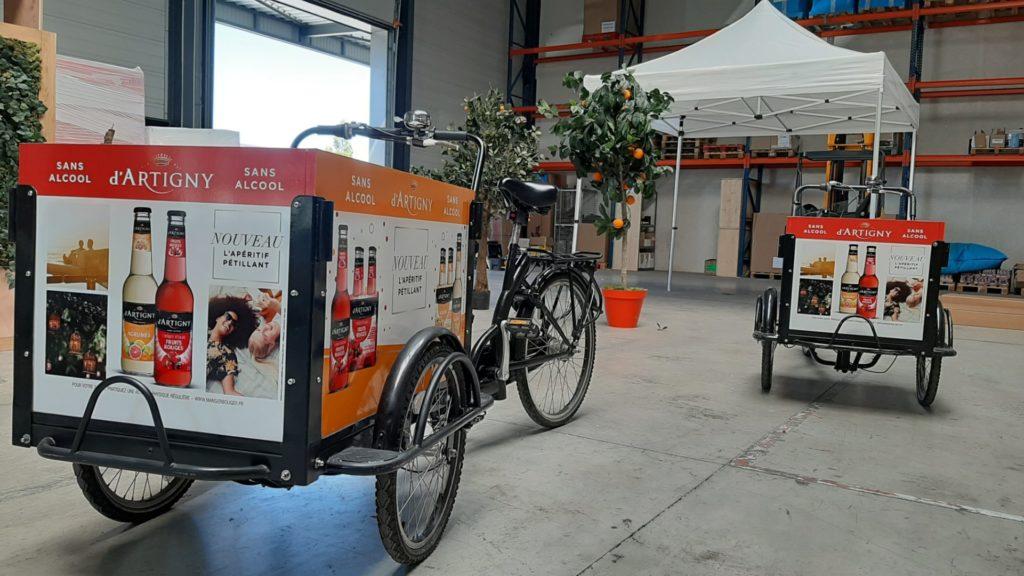 Vélo avec panneau pour roadshow